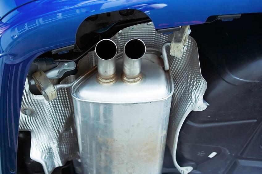 Um die Verbrennungsgase kümmert sich Auspuffsystem des Fahrzeuges.
