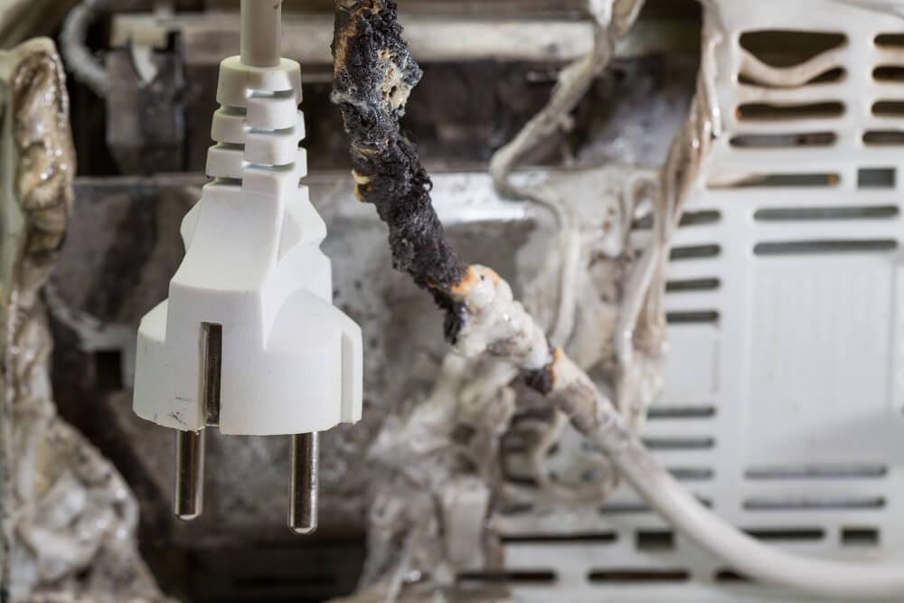 Ein Kurzschluss löst häufig Brände aus.