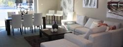 Zimmer mit weißen Sofa